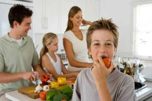 Healthy-family-in-kitchen