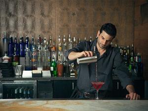 Why-bartenders-often-ignore-you-jpg